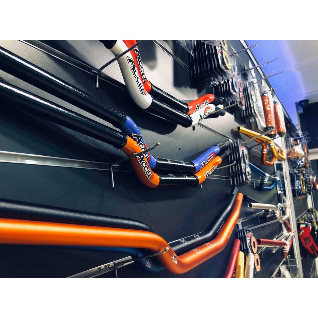 Accel two-color CNC taper bar / fatbar CTH-10-28.6 diameter 28.6mm - Black / White. Fits all 28.6 bar mounts for Off-road & Street motorcycles. KTM All style shape SX SX-F EXC EXC-F. See handlebar measurements below. Added colored plastic cover on two sid